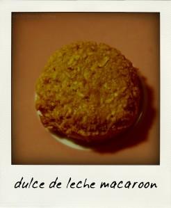 dulce de leche macaroon